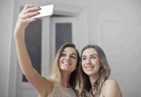 Why girls love selfies 2