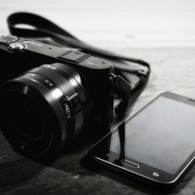Digital Camera versua Phone Camera 1