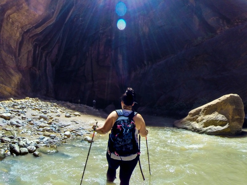 Top tips for hiking 'The Narrows' at Zion National Park. What to prepare, to-do's and not to-do's for the average person that's not a hiking pro!