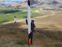 山を越える風を利用して835km/hまで加速するラジコングライダーの映像。世界最速記録。
