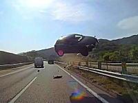 東名高速事故で公開されたバスのドライブレコーダー映像がすごい。こんなん無理。