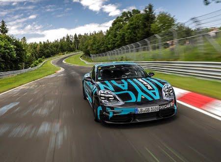 ポルシェ・タイカンがニュルブルクリンクでタイムアタック。4ドアEVスポーツカーの最速タイムを記録する。