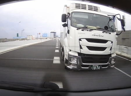 名古屋高速でDQNトラックとトラブルになり助手席の嫁さんを泣かせてしまった車載。