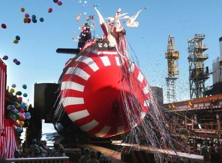 川崎重工で世界最大級のディーゼル潜水艦「とうりゅう(SS-512)」進水式が開かれる。