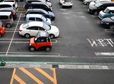 原付登録の普通車扱いでエアコンまでついているミニカー「ララ」がカワイイ。タケオカ自動車工芸。