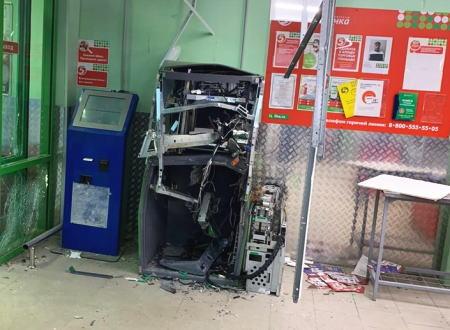 【ロシア】スーパーマーケットのATMを爆破して現金を奪った強盗の映像が公開される。