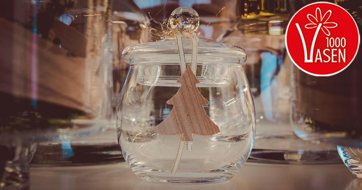 Glasvase Dekorieren Weihnachten Herzstck An Heilig Abend Der With Glasvase Dekorieren