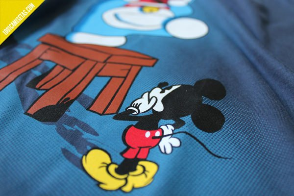 Camiseta doraemon mickey mouse