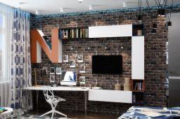 idées-pour-la-chambre-d'ado-garcon-mur-brique-systeme-etageres-bois-blanc-eclairage-indirect