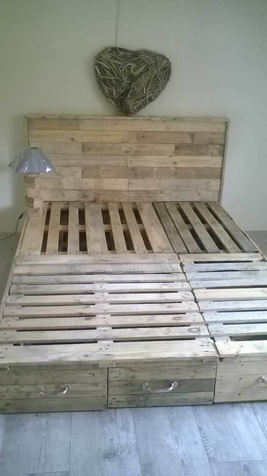 Diy Deck Drawer Pallet Bedroom Suite / Chambre En Palette • 1001 Pallets
