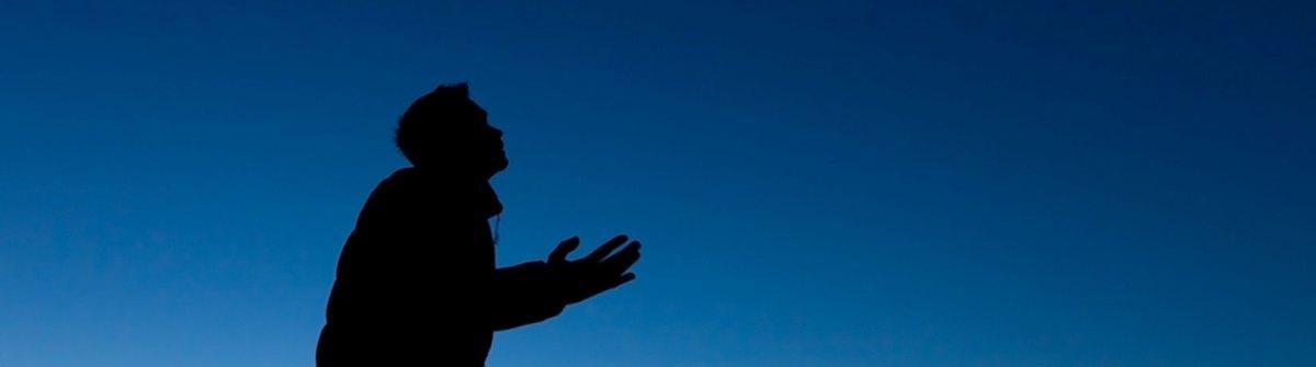 Dans les cieux y a-t-il Dieu ET Jésus- ou bien une seule personne qui forme en même temps Dieu et Jésus ? [Pascale]