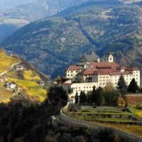 Hoch über Klausen werden Südtiroler Almgschichten erzählt