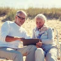 """""""Silver Surfer"""" sind im Urlaub mit Tablet und Co aktiv"""