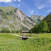 Buntes Blättermeer, tiefblaue Bergseen und Panoramablick