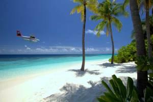 Mit dem Flugzeug zum Mirihi-Island-Resort