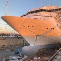 Costa Magica und Costa Pacifica werden in der Werft hübsch gemacht