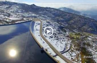 Lindo! Lagoa Comprida e a neve (Ultra Alta Definição)