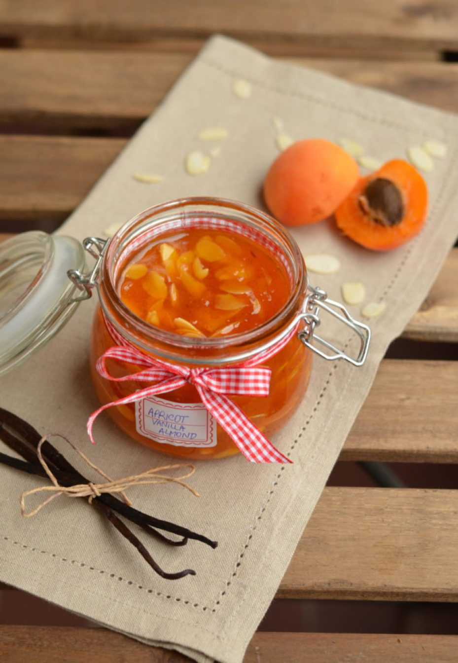 Vanilla and crispy almond slices bring the apricot jam into another level and once you try this gourmet jam, you may say that it's the best one ever!