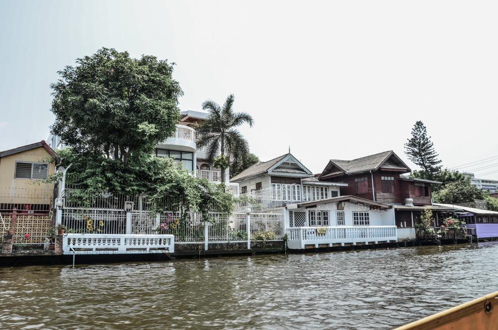 Jak jsme si pluli sólo s lodníkem po řece a obdivovali Bangkok z vody. Plavba po řece Chao Phraya je další z našich krásných vzpomínek na všehochuť města.