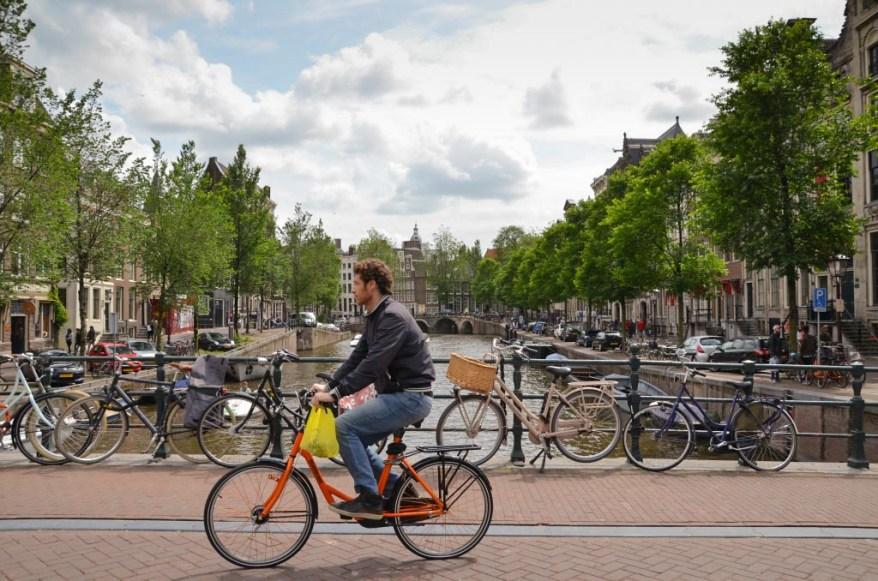 Pokud se i vy chystáte zavítat do tohoto krásného hlavního města Nizozemí, pak se vám budou hodit mé tipy na to, co v Amsterdamu vidět a ochutnat.