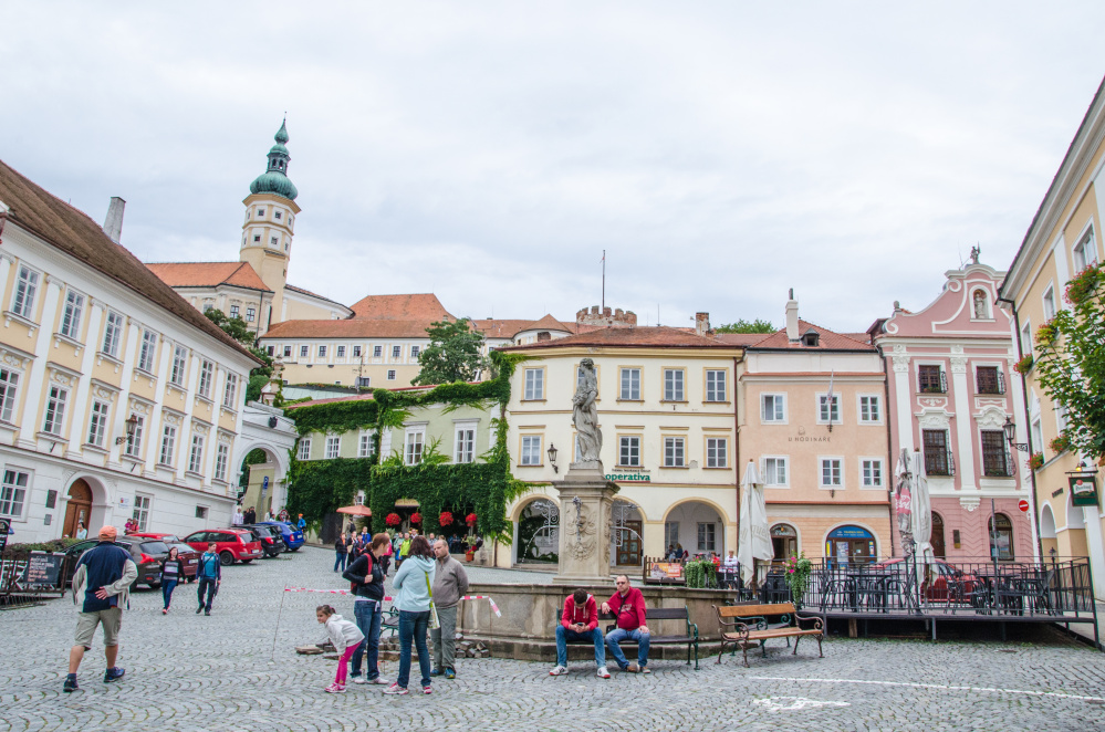 I would like to show you Mikulov, a charming fairytale Moravian town, the way I experienced it. I felt in love with it and here is why!