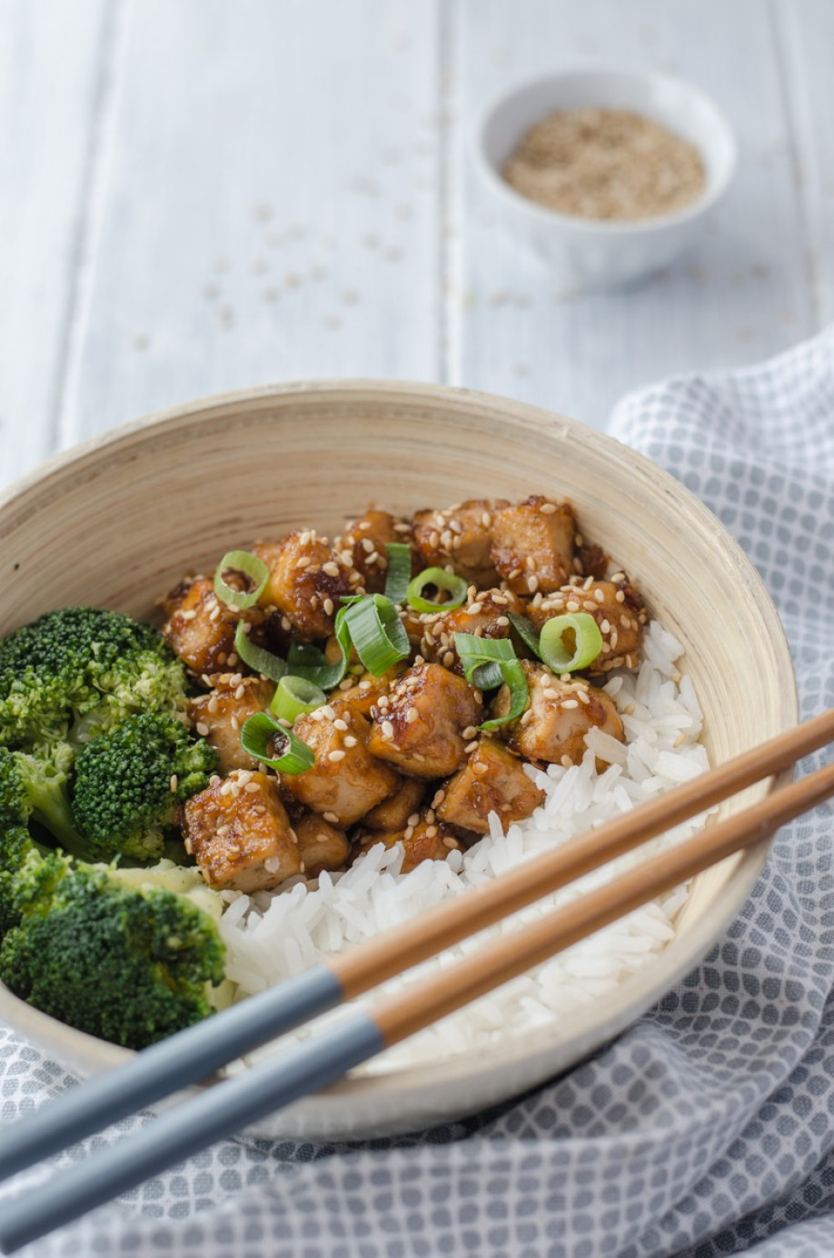 Honey Sesame Tofu cubes are full of sweet and spicy flavour and an easy way of preparing a delicious vegetarian meal. And a good news is that it will only take you 15 minutes to prepare!