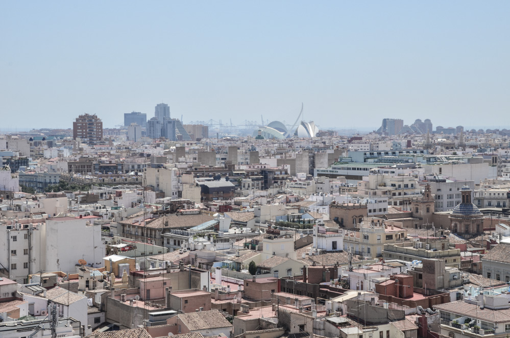 Last year I had the pleasure to visit the third largest Spanish city and the capital of paella. Today I share with you things to see and do in Valencia.