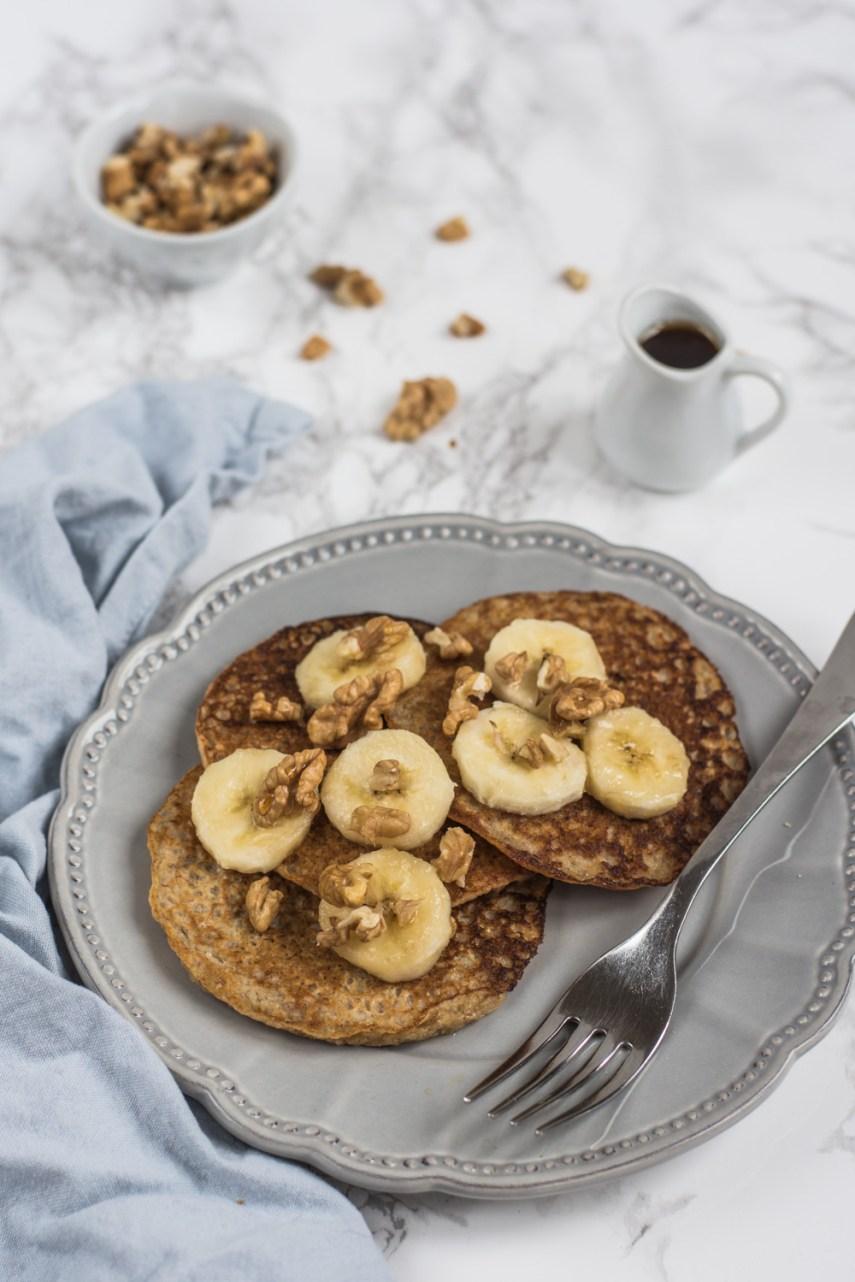 Zdravé banánové ovesné lívance se špetkou koření jsou skvělou volbou, jak zužitkovat přezrálé banány. Navíc skvěle chutnají a jsou i jednoduché na přípravu!
