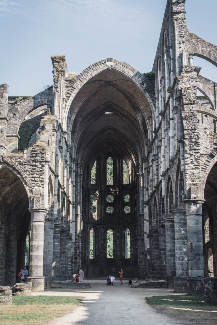 During my Erasmus in Louvain-la-Neuve, I often took the train to the airport in Charleroi. At one point, I was always enjoying a view of Villers Abbey.