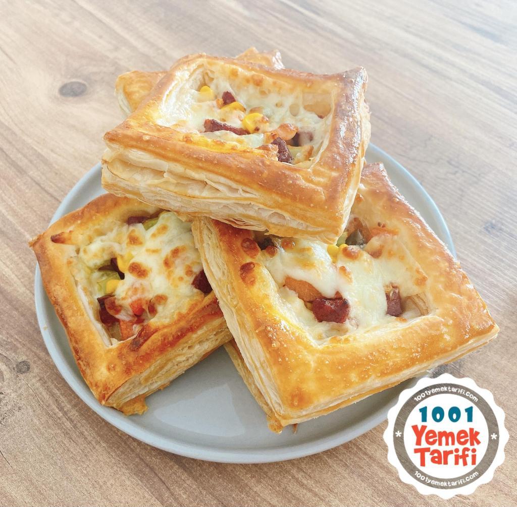 Sucuklu Kaşarlı Milföy Pizza Tarifi