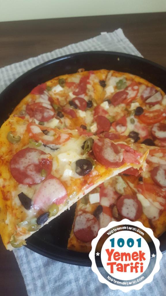 Salamlı sucuklu ev yapımı pizza tarifi