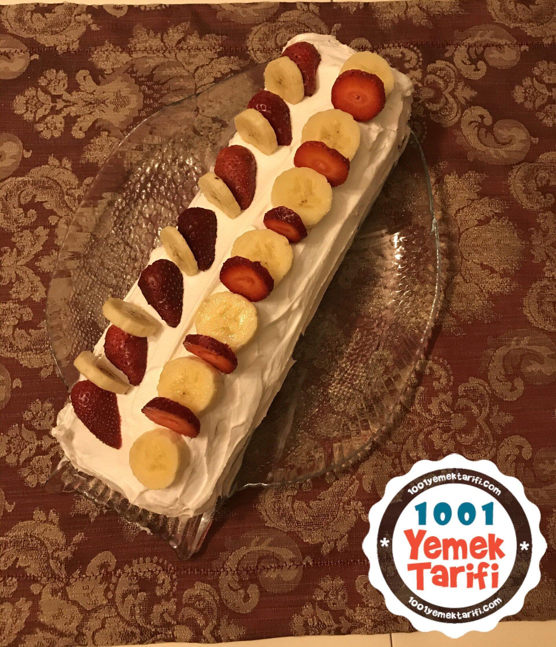 kolay meyveli pasta tarifi-muzlu pasta-çilekli pasta nasıl yapılır