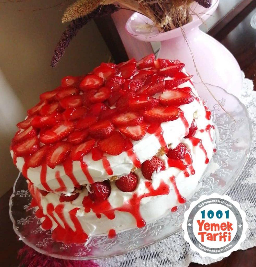 En Nefis Çilekli Pasta Tarifi-çilekli pasta nasıl yapılır-ev yapımı-kolay pasta-kaç kalori