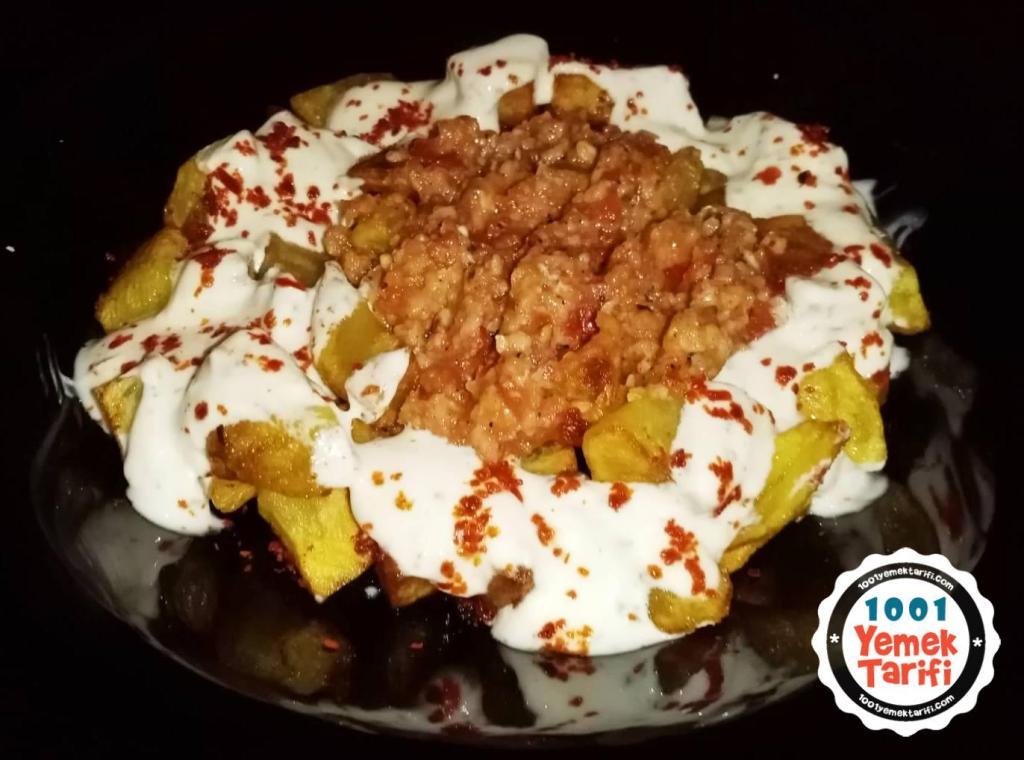 ispanyol mutfağından Romesco ve yoğurt soslu patates bravas