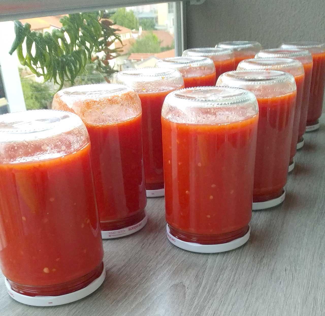 kislik-Domates-Konservesi-Nasil-yapilir-kac-kalori-nefis-kolay-yemeklik-menemenlik-domates-konservesi-tarifi-yapimi-1001yemektarifi-2