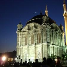 Muitas das jóias arquitetônicas de Istambul são obras da família Balyan