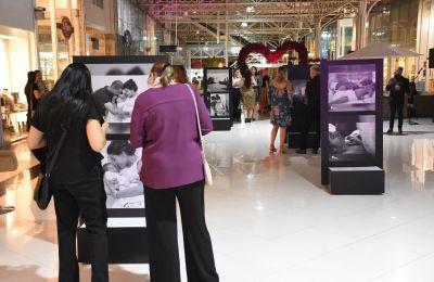 Até dia 25, Novo Batel sedia exposição de fotos sobre maternidade. Foto: Divulgação