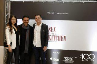 tnRafael Lino Obregao Lopes e Julia Gomes com o Autor Alê Guerra