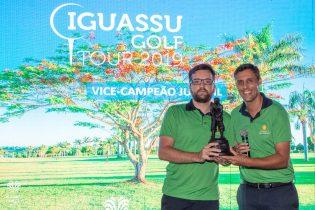 Thiago Goulart, da GJP Participações e Miguel Palhota, diretor de golfe do resort, abriram a premiaçao