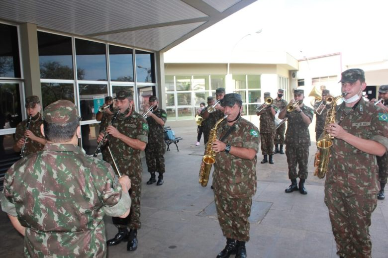 19-dias-uti-subtenente-exercito-deixa-hmcc-recuperado-covid-19