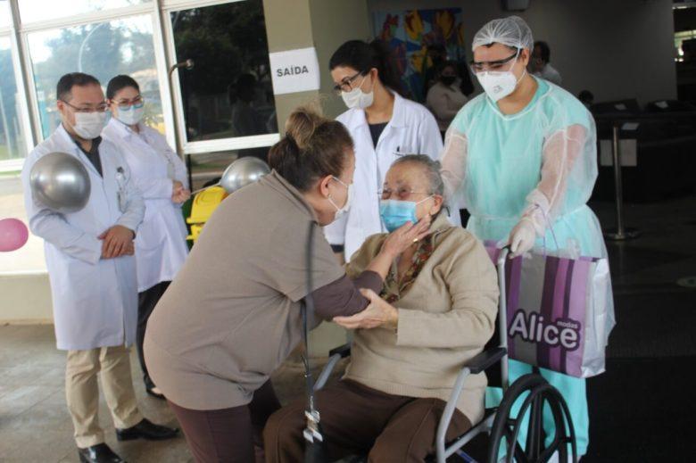paciente-de-alta-covid-19-foz-hospitañ-costa-Dona-Leonor-Zurppardo
