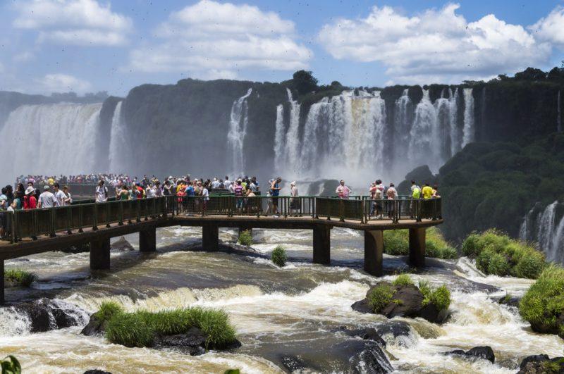 Cataratas-do-iguaçu-turistas