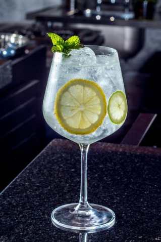 Promoção de Gin e tônica e drinks diversos no Imperador