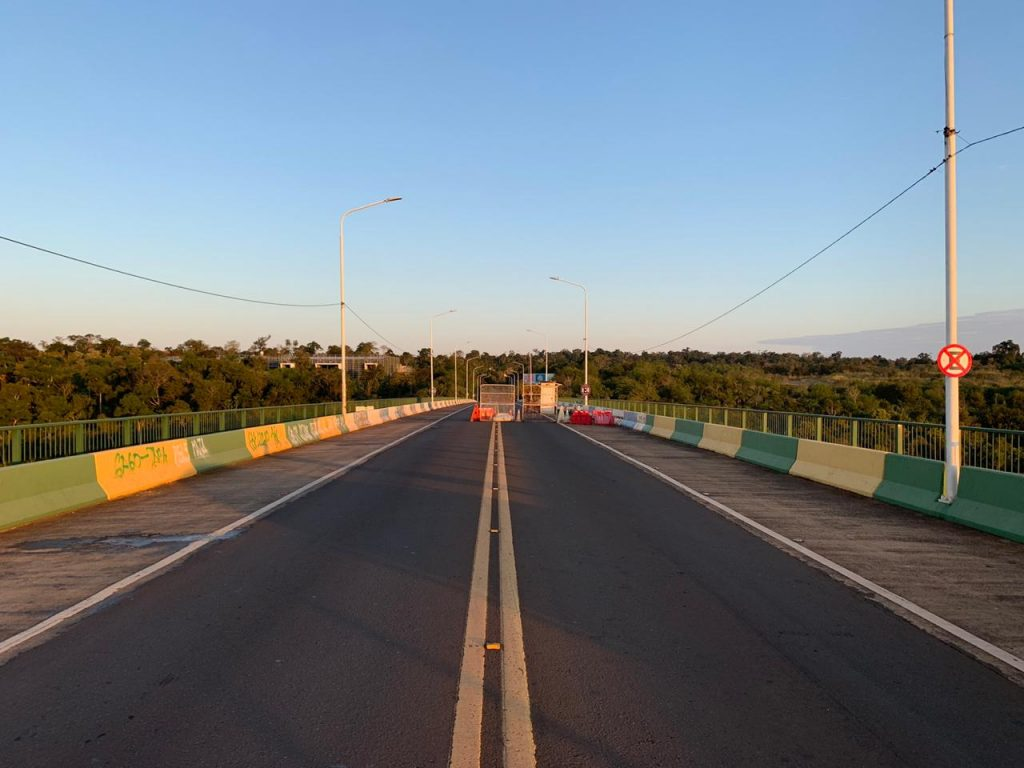 Ponte da Fraternidade fechada