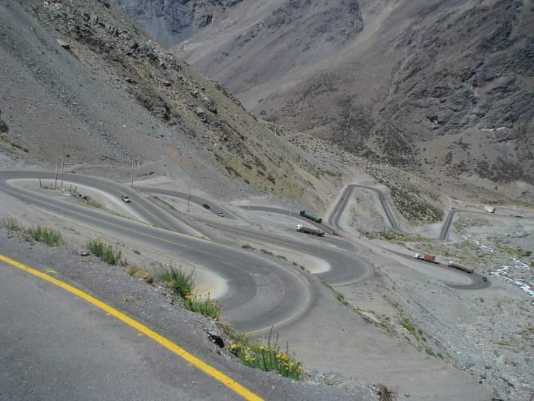 Estrada-de-Los-Caracoles-chile