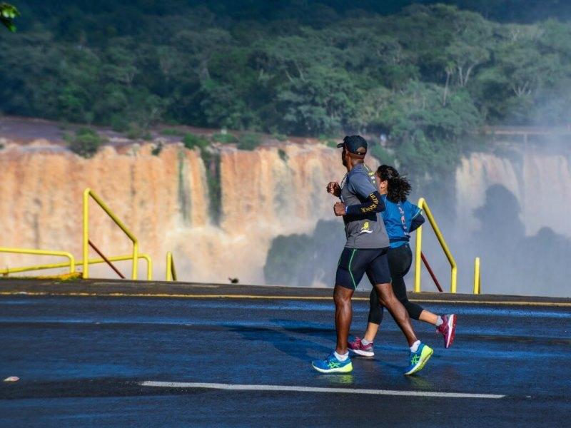 corredores-meia-maratona-cataratas-foz