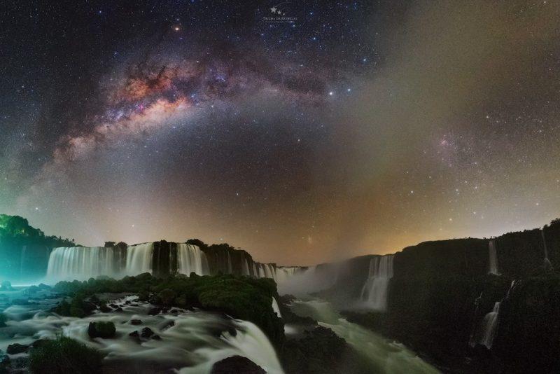 cataratas do iguaçu de noite foto victor lima