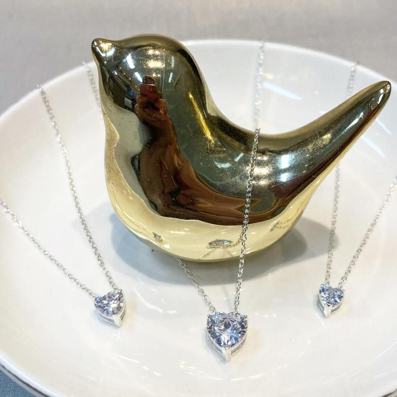 Gargantilhas Pontos de luz formato coração na prata 925