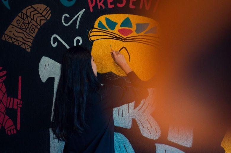 Jessica Martins artista do mural TIki Bar