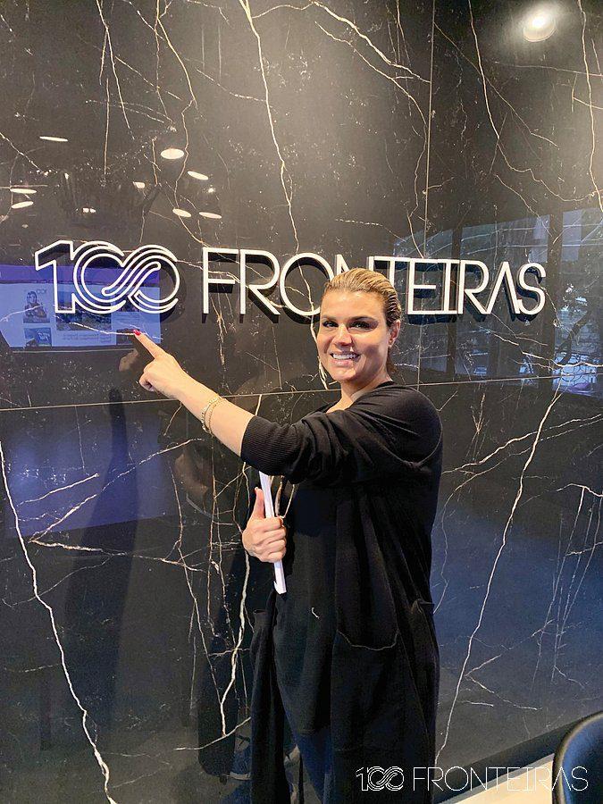 Faten Nasser visitando a nova redação